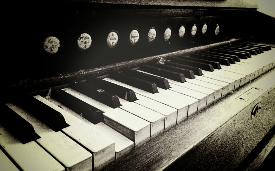 Photo in Random #b&w #instrument #organ #ord #music