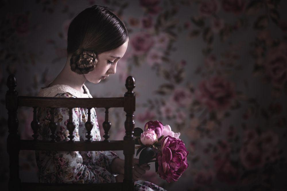 Photo in Portrait #child #portrait #flower #vintage