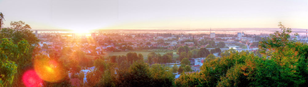 Photo in Cityscape #city #town #sun #sunrise #morning #misty #panoramic