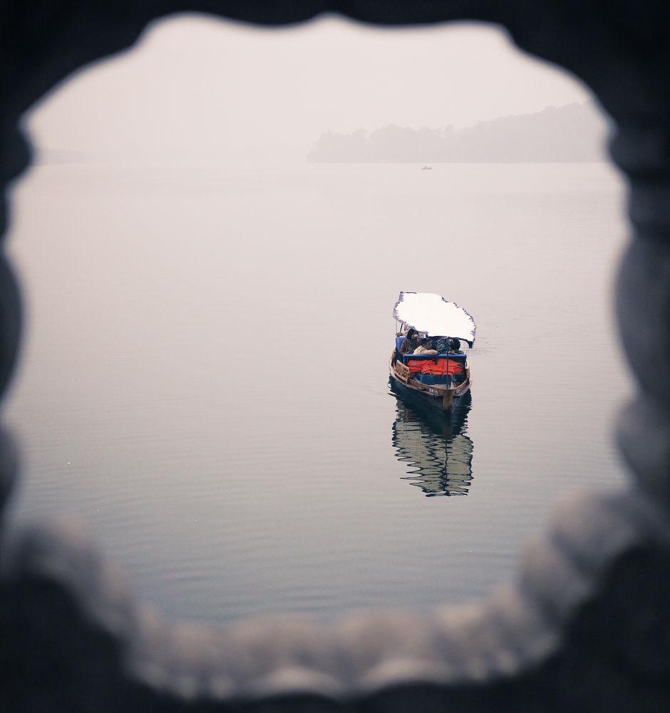 Photo in Random #lake #boat #china #fog #mist #panasonic #lumix #gf1 #zhejiang #hangzhou #west lake