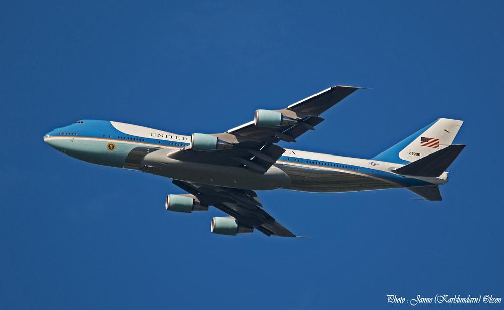 Photo in Celebrities #flygplan #barack obama
