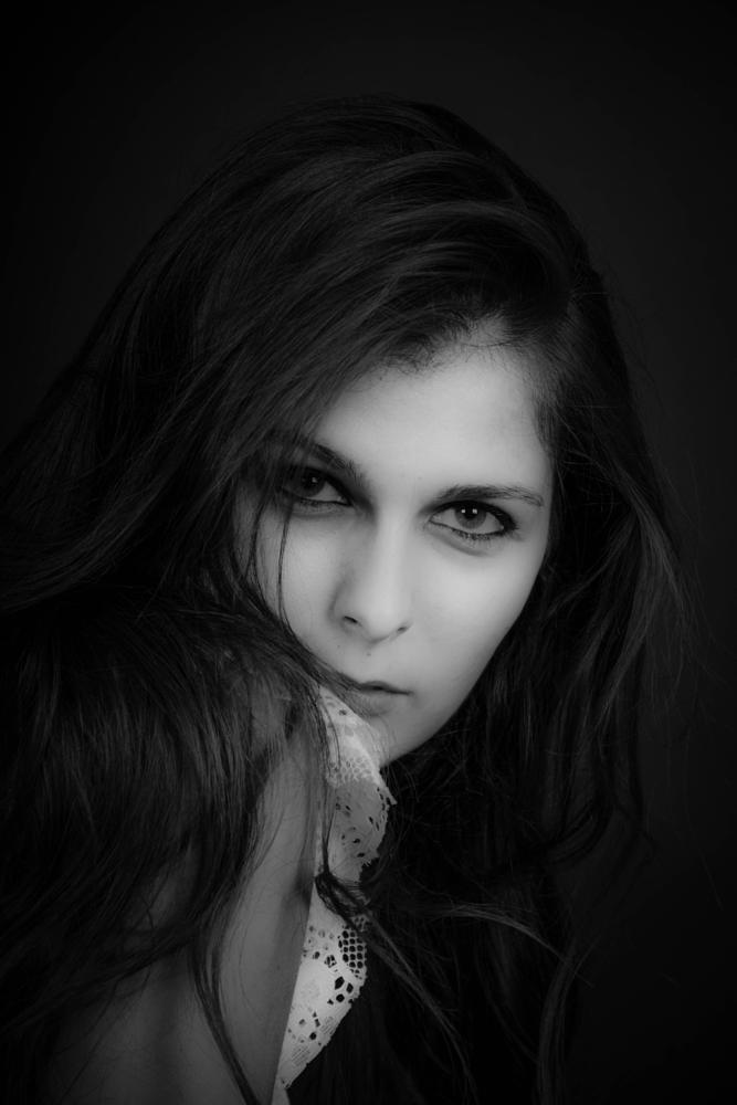 Photo in Portrait #stephenbraun #lostillusions #blackandwhite #feketefeher #port #portrait #portré #arc #face #nő #lány #woman #girl #sex #beatiful #pretty #nikon #model #studio