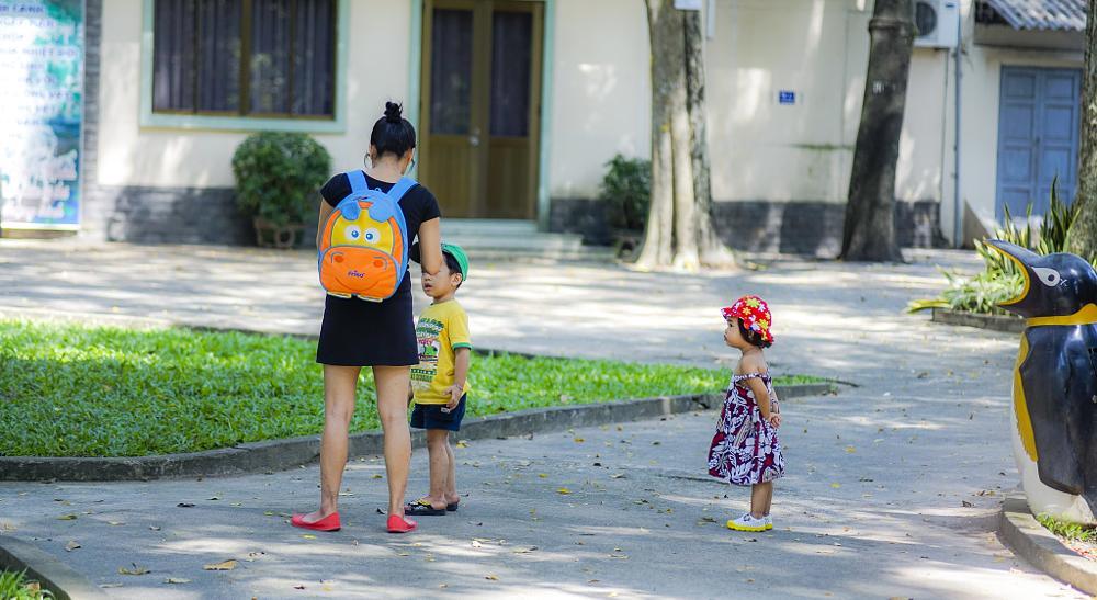 Photo in Street Photography #child #park #sad #vietnam