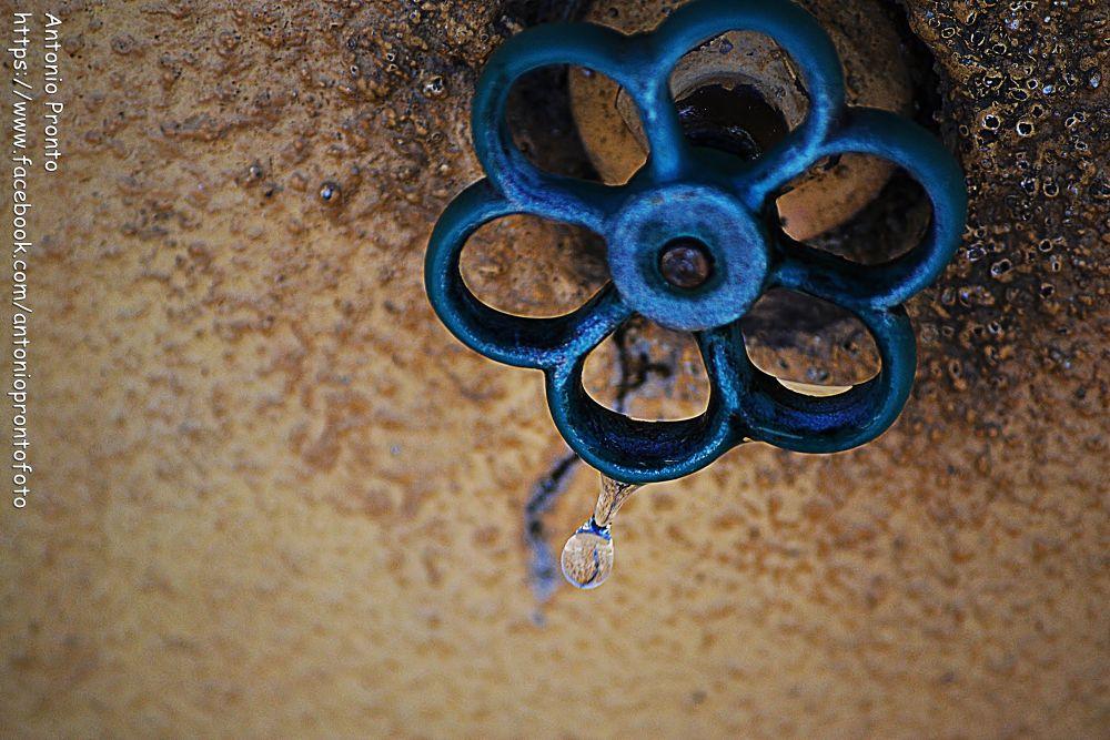 Photo in Random #tap #drop #gota #torneira #ypa2013 #azul #blue #agua #water #wallpaper #papel de parede #close-up