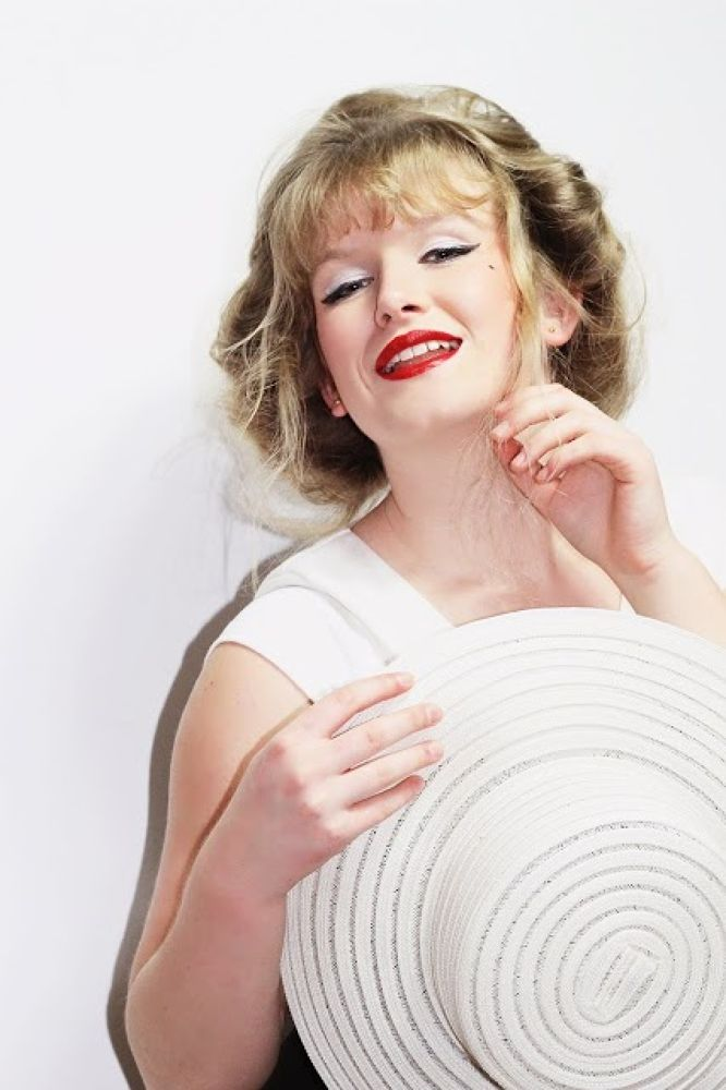 Photo in Random #ypa2013 #marilyn #monroe #60's #old #hollywood #style #fashion #glamous #beauty #selfie