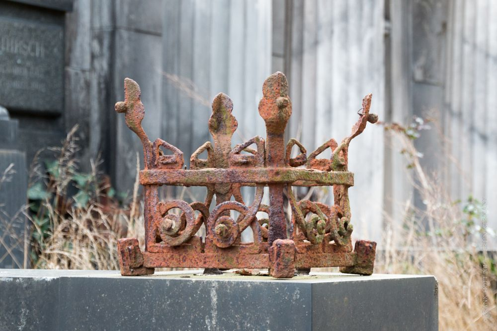 Photo in Random #berlin #friedhof #germany #jewish #cemetery #fragment #weissensee