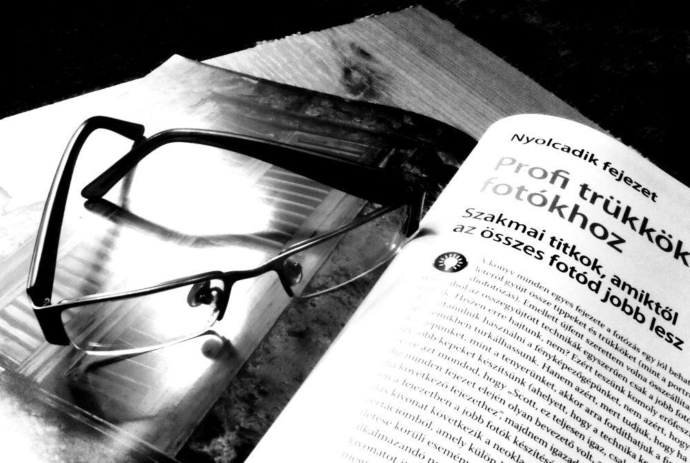 Photo in Random #könyv #szemüveg