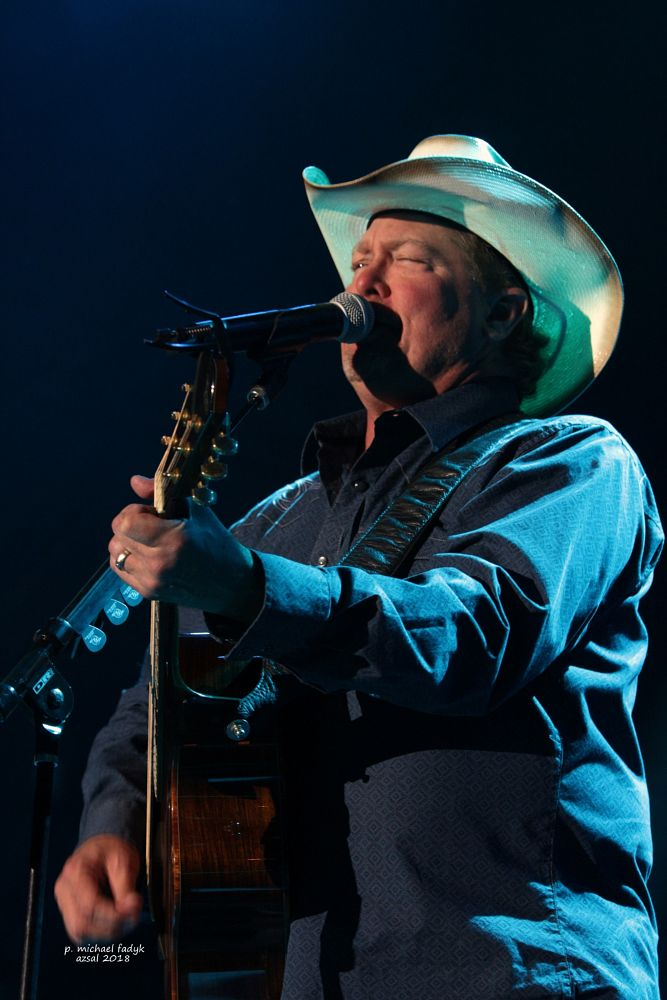 Photo in Concert #concerts #concert photography #country thunder #country music #tracy lawrence