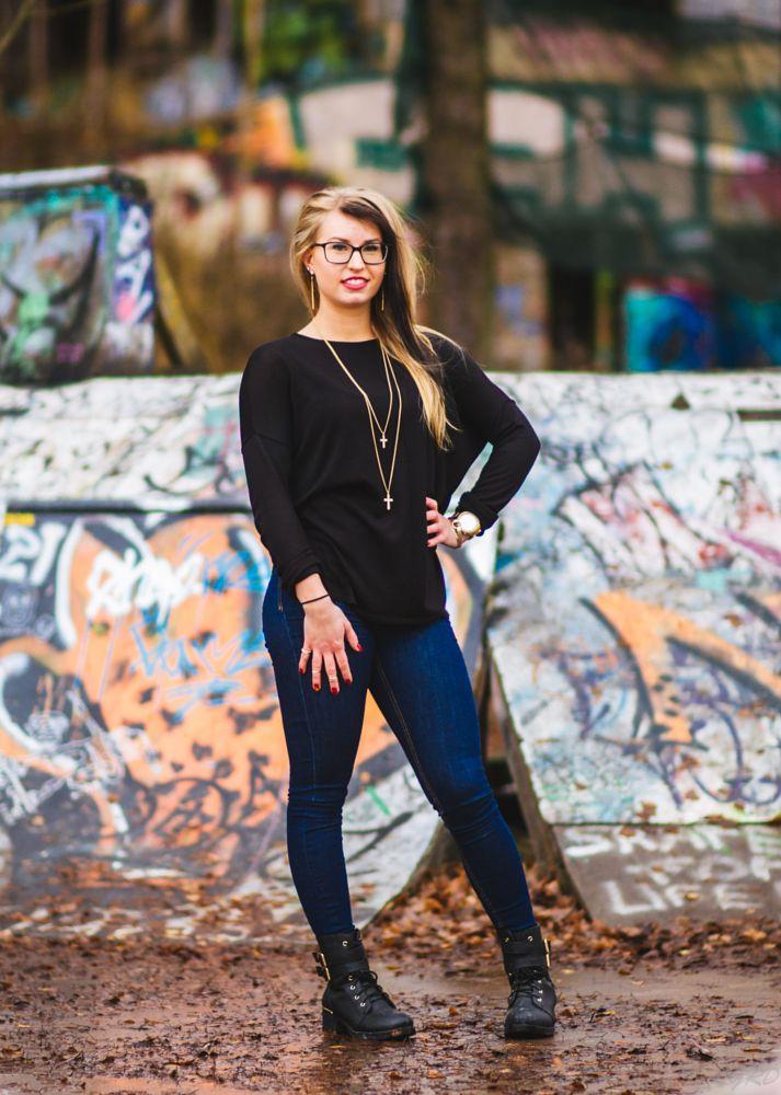 Photo in Portrait #portrait #girl #woman #finland #urban #street #city #grafiti #nice #gorgeous #beautiful #sexy #great #finlande #france
