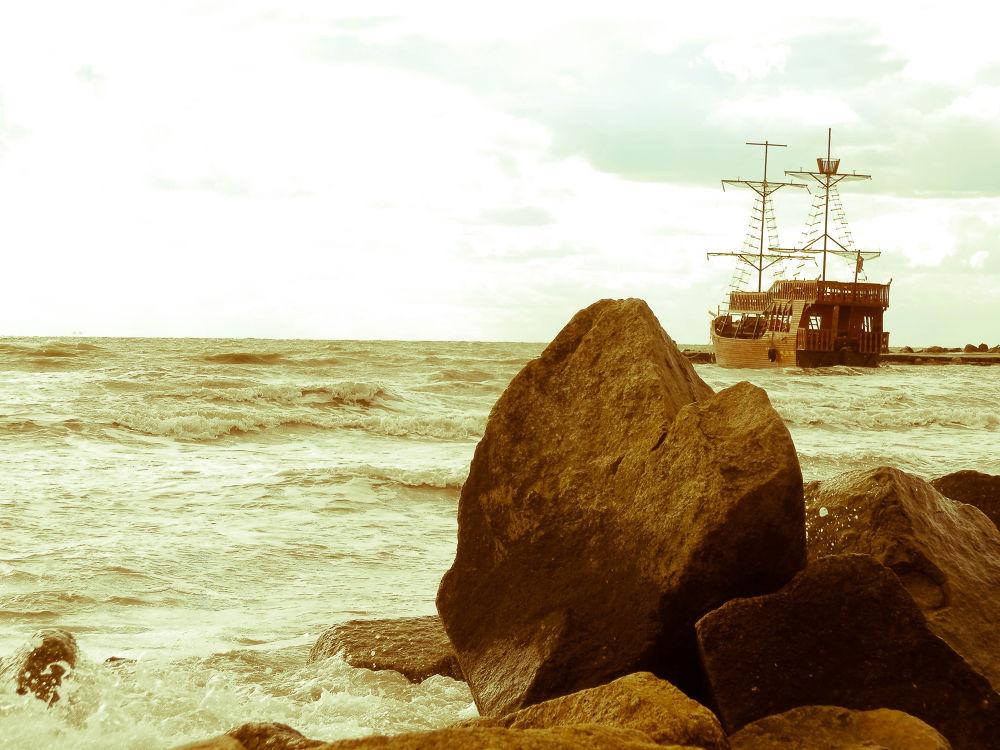 Photo in Black and White #sea #azov #stown #boat