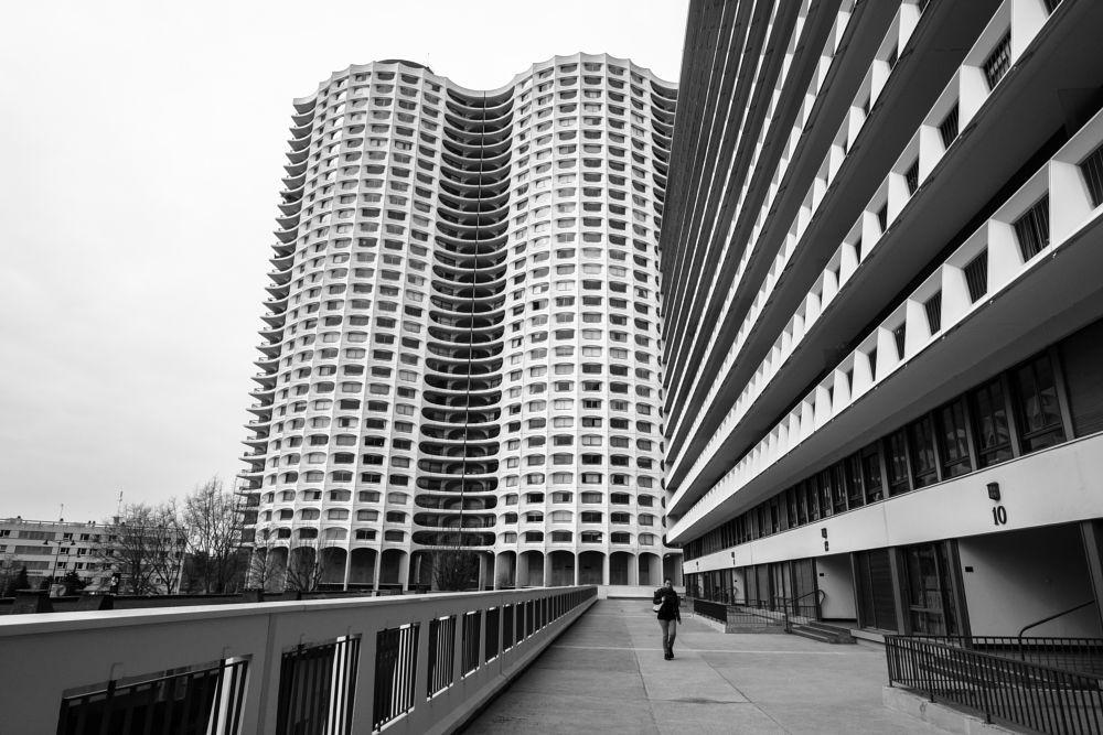Photo in Architecture #architecture #building #tower #fujifilm #x-pro2 #acros #monochrome #black and white #rennes #bretagne #france #urban