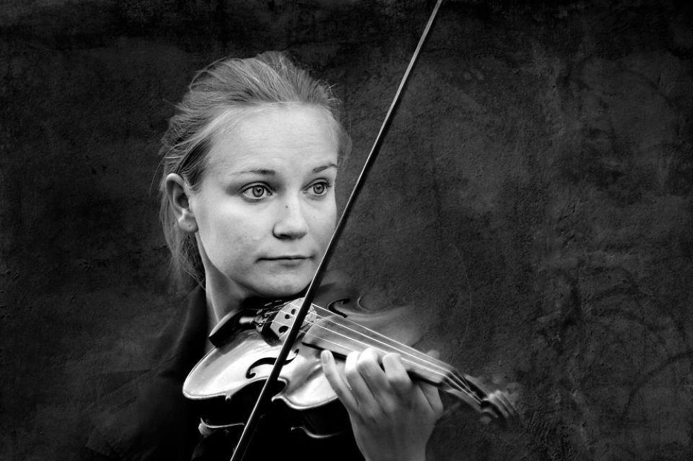 Photo in Portrait #violin #music #girl #black and white #tal flint