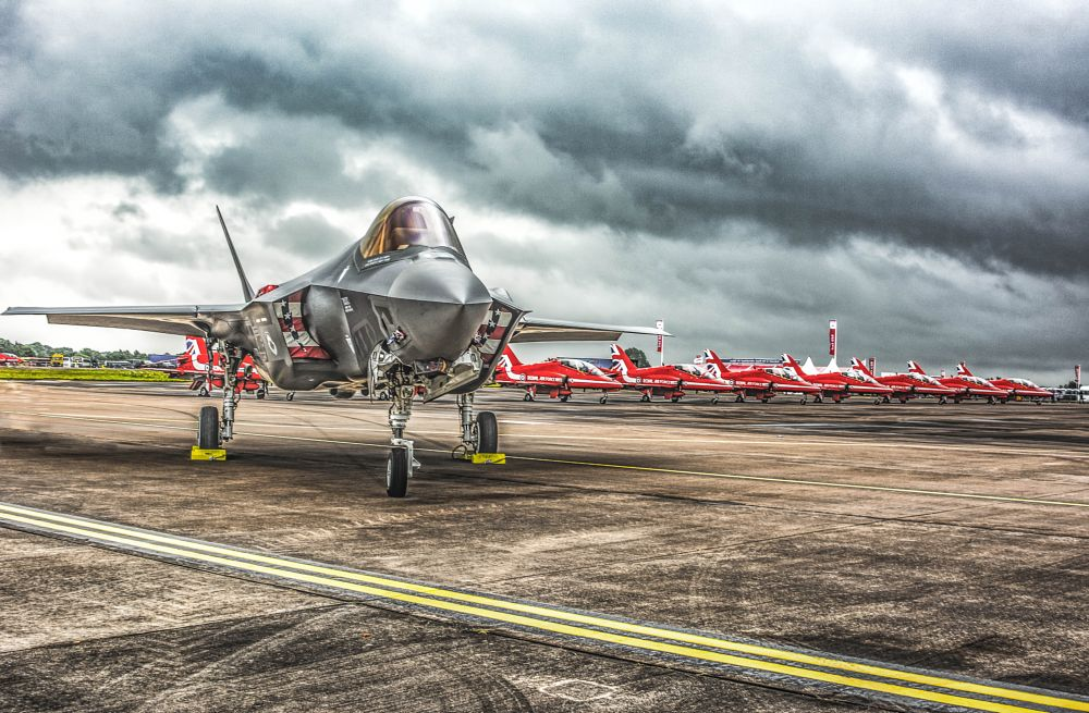Photo in Random #f35 and the red arrows