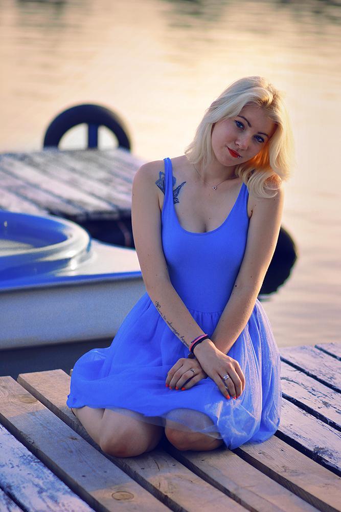 Photo in Portrait #blonde #girl #woman #lake #evening #summer #fun #female #portrait #beauty #85mm