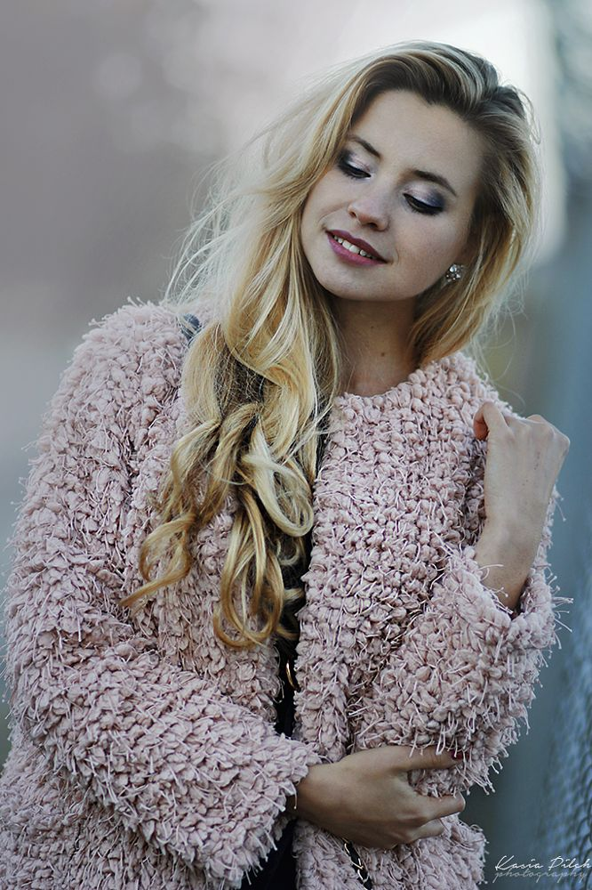 Photo in Portrait #blonde #girl #blogger #fur #fashion #85mm #portrait