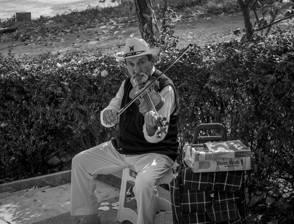 Photo in Street Photography #summer #summer 2013 #2013 #street #street photography #photography #black and white #black #white #black & white #landscape #constanta #romania #canon #canon eos #canon eos 1100d #1100d #ypa2013