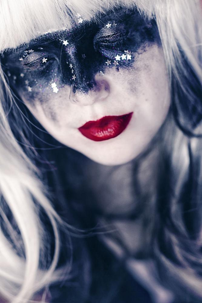 Photo in Random #chica #girl #portrait #femme #female #woman #dona #mujer #red lips #labios rojos #flequillo #red #rouge #roux #rojo #rosso #nanah #nanihta #self #selfie #selfportrait #self-portrait #ritratto #retrato #auto-retrato #auto retrato #sol vazquez #photography #fotografía #close up #primer plano #white hair #black hair #long hair #soñar #soñando #dream #dreamy #daydreamer #durmiendo #dormir #sleep #sleeping #close eyes #ojos cerrados #antifaz #black #nergo #noir #nero #artistic #creative #conceptual #concept #concepto #art