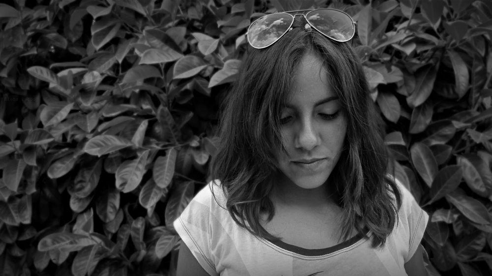 Photo in Black and White #portrait #self-portrait #nati #model #friend #b&w #photography #black and white #sunglasses #beautifull #photo day #canon #little details