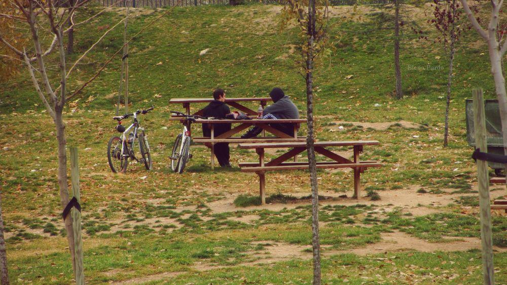Photo in People #people #people and portrait #small details #details #elena pardo #365 #365 days project #365 days #color #bikes #friends #spain #bicicletas #amigos #paisajes