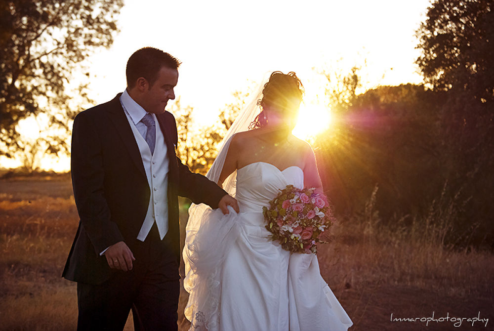 Photo in Wedding #immaro photography #wedding #boda #novios #contraluz #backlighting #atardecer #late afternoon #married #newlyweds #field #campo #love #amor #enlace #union #canon