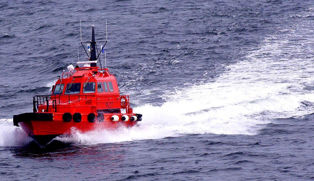 Photo in Travel #p&o cruise #liner #'aurora' #helsinki #finland #pilot boat #speed