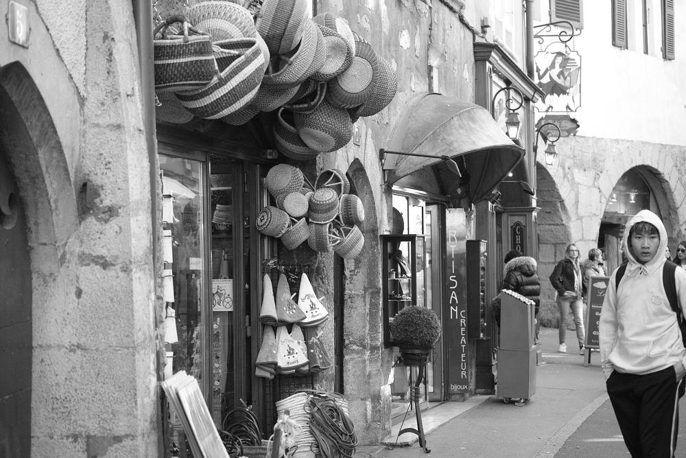 Photo in Street Photography #annecy #artisanat #noir et blanc #rue