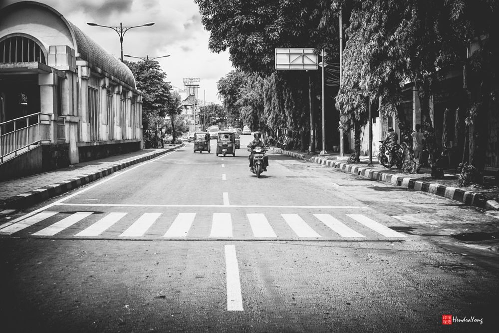 Photo in Street Photography #blackandwhite #vsco #crossing #road