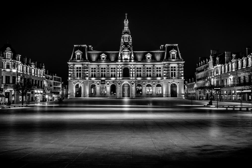Photo in Black and White #city #city hall #architecture #black and white #canon #wise #poitiers