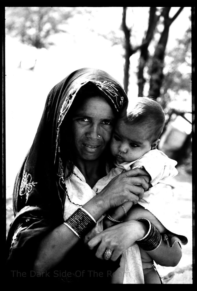 Photo in Random #india #portrait #black and white #mother #woman #child #baby #inde #mujer #niño #enfant #maman #analogue #argentique