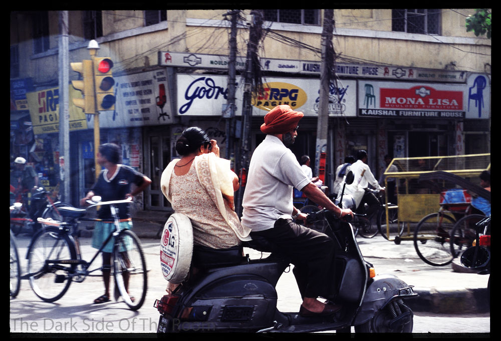 Photo in Film #india #color #film #analogue #argentique #street #scooter #people #2001