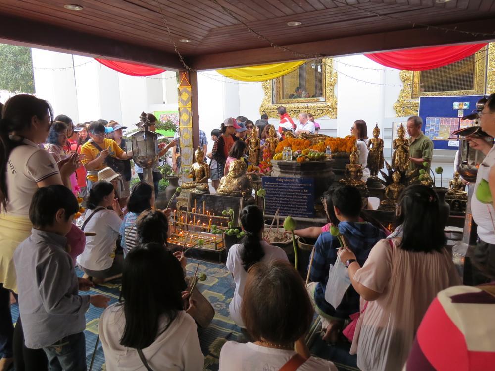 Photo in People #thailand #bangkok #wat pho #life #praying #buddism