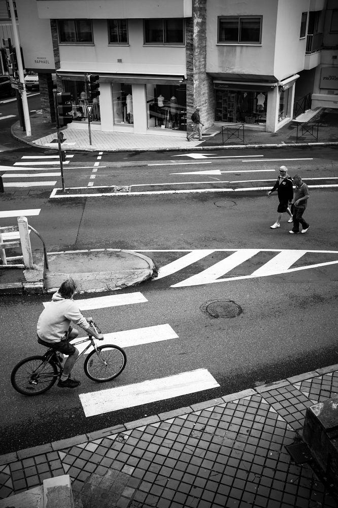 Photo in Street Photography #human #instant #black #white #monochrom #social #street #city #fuji #xséries #x100t