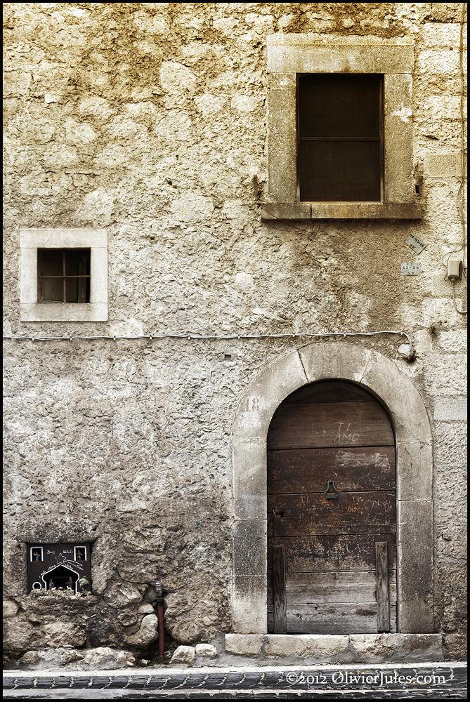 Photo in Urban #italia #italy #pescasseroli #l'aquila #home #house #casa #door #porta #finestra #windows #christmas #natale