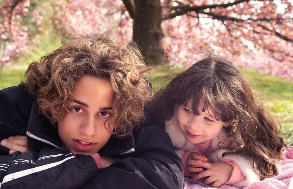 Photo in Fine Art #monfils #manièce #enfant #children #complicité #amour #portrait #love #cherry #blossom #bokeh #pink