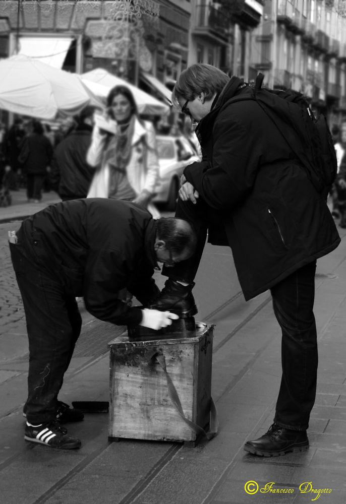 Photo in Street Photography #bianco & nero #lustrascarpe #napoli #italia #street #street photography