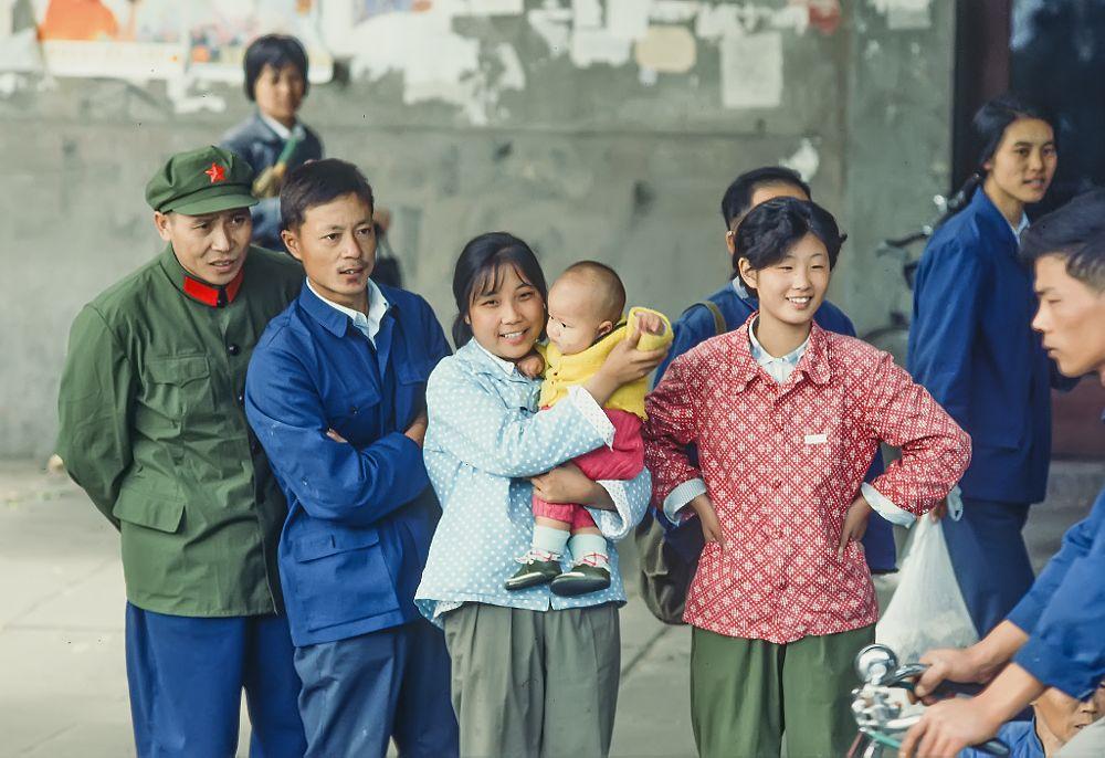 Photo in Street Photography #street #people #analog #ektapro200