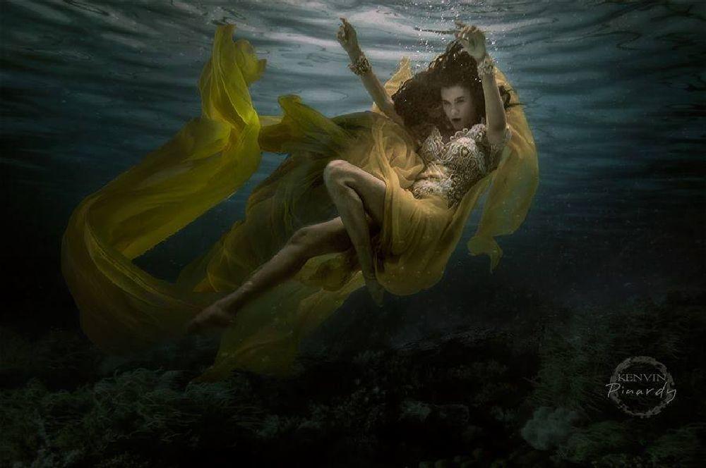 Photo in Underwater #underwater portrait #underwater fashion