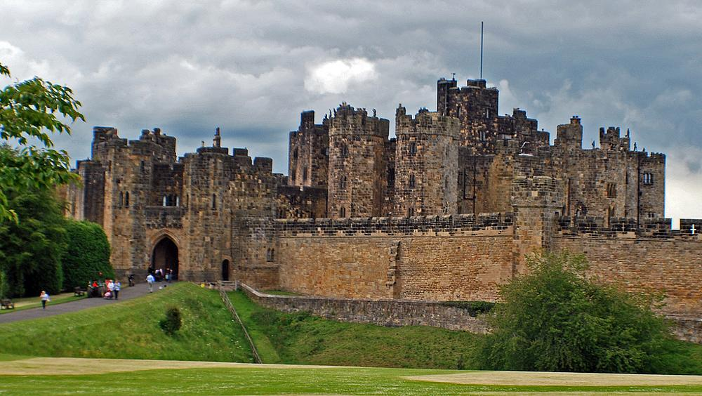 Photo in Architecture #alnwickcastle #uk #aligeeach