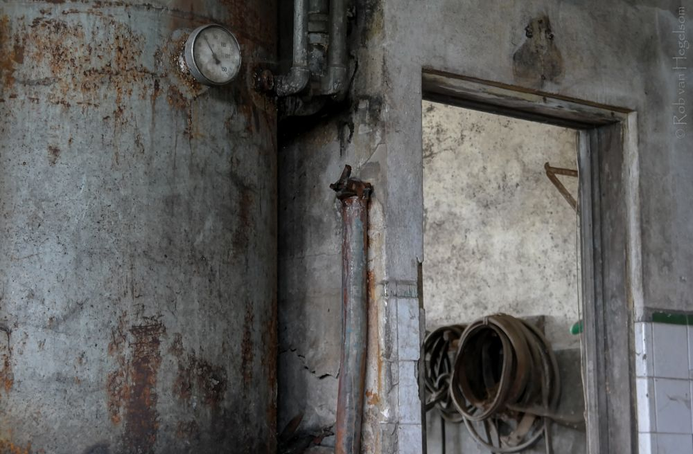Photo in Industrial #urbex #urban exploration #exploration #forgotten #derelict #decay #abandoned #old #indoor #vessel #factory #portugal #industrial #building