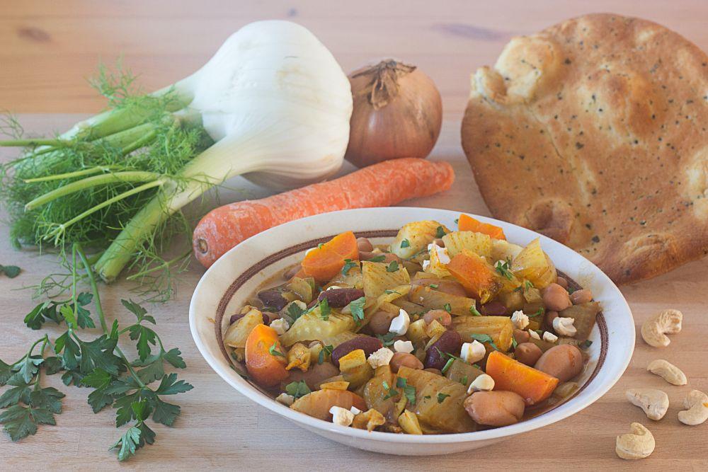 Photo in Food #food #nourriture #vegan #veggie #tikkamasala #légumes #carotte #fenouil #oignon #noixdecajou #haricots #persil #naan
