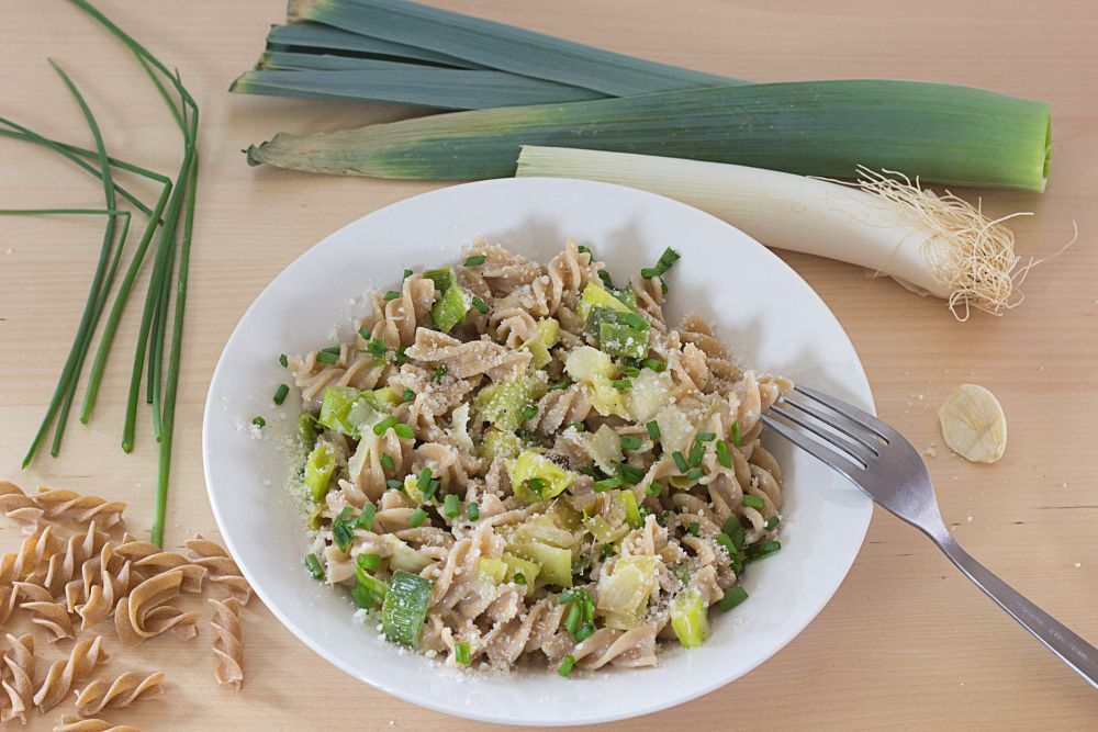 Photo in Food #food #nourriture #vegan #veggie #pâtes #spirales #fusilis #poireau #pecorino #crème d'avoine #ail #ciboulette