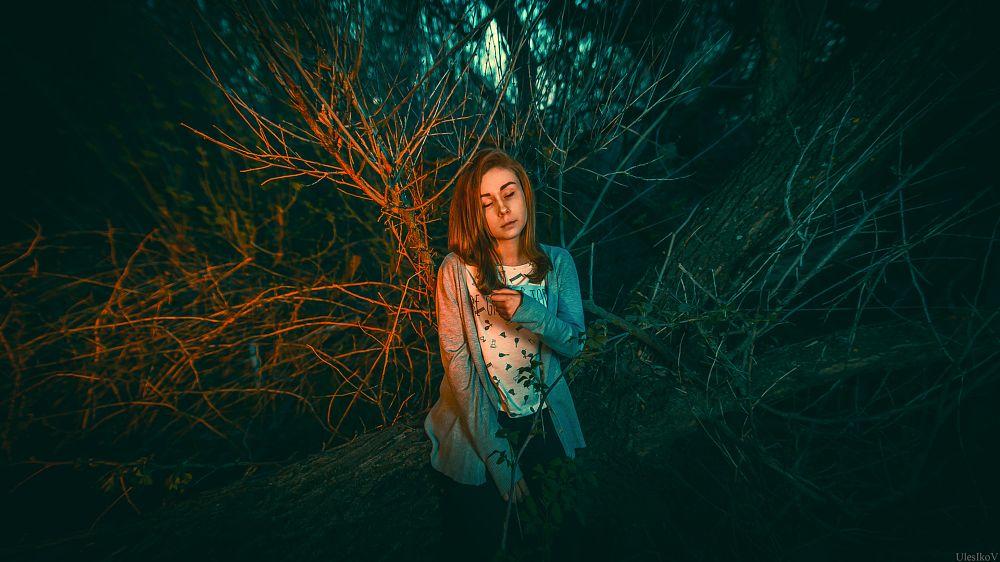 Photo in Portrait #ulesikov #retouch #light #strobe #strobist #night #girl #tree