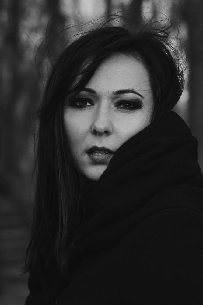Photo in Random #portrait #face #makeup #bnw #female #woman #beauty #windy #wind #hairs