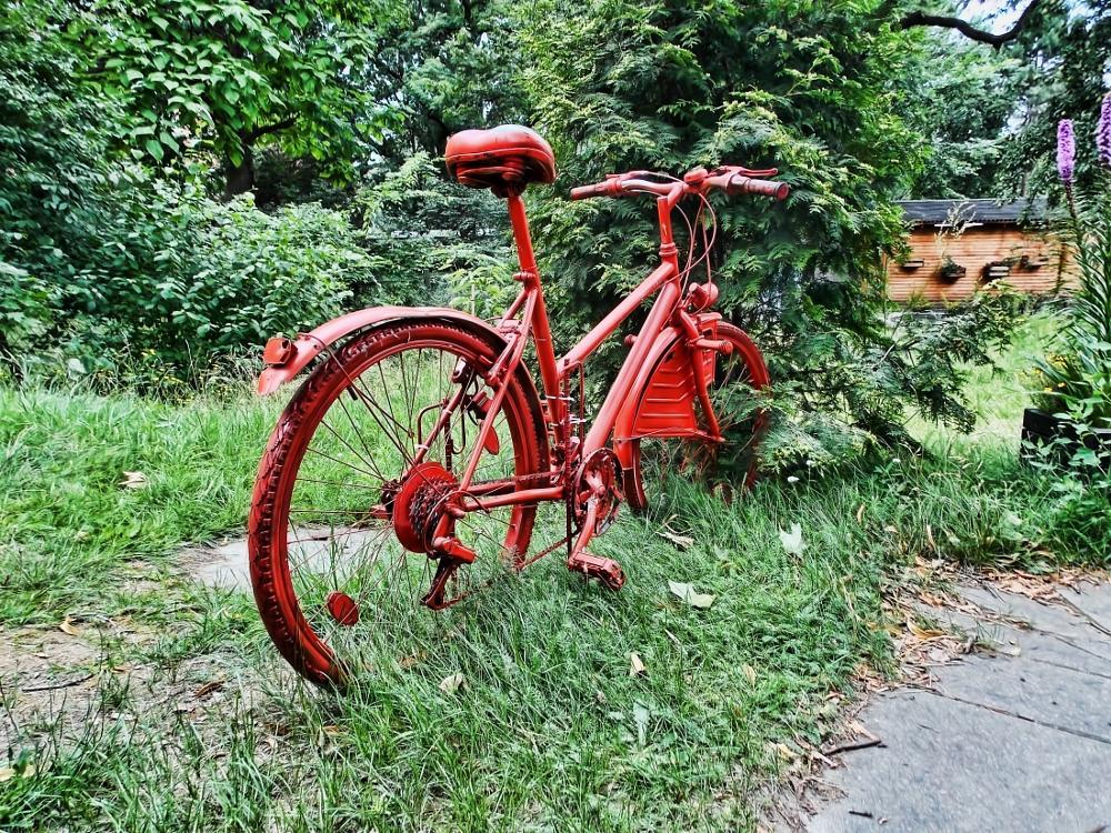 Photo in Urban #bicycle #red #red bicycle #bike #red bike #johannisgarten #johanniskirche #alt-moabit #moabit #tiergarten mitte #berlin #germany #summer #2015 #jo #biergarten #beer garden