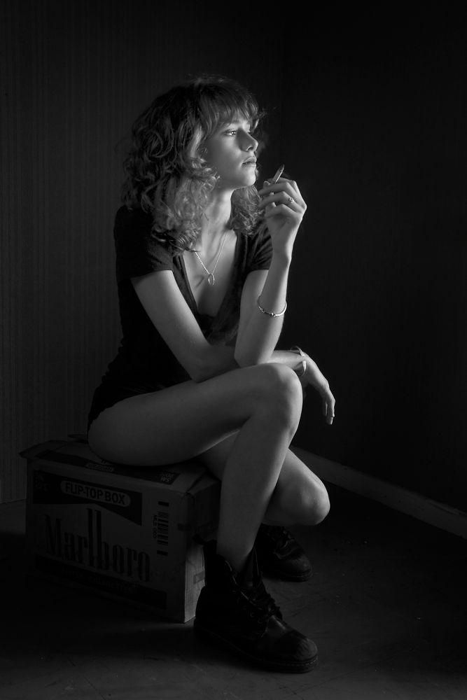 Photo in Portrait #woman #portrait #black & white #noir et blanc #cigarette #emotion