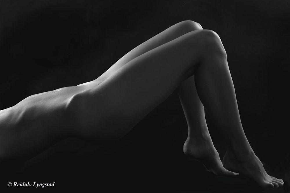 Photo in Nude #nude #nu #akt #bodyscape #legs #woman #girl #crop #stomac #bw #butt