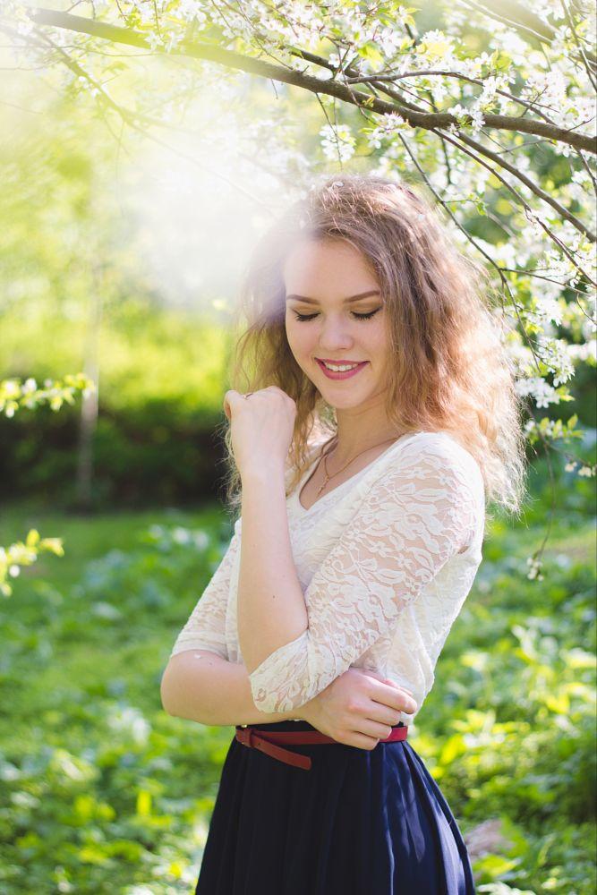 Photo in Portrait #girl #woman #summer #flower #green #smile #happy #beauty #beautiful #canon 60d #canon 50 1.8 #chica #sonrie #feliz #flores #hermosa #девушка #улыбка #цветы