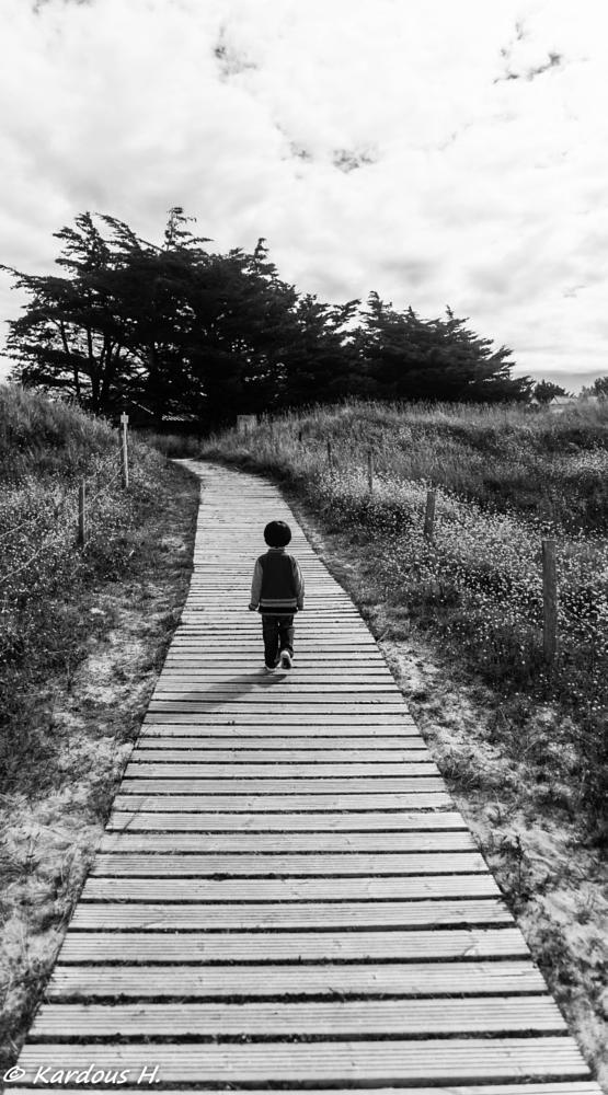 Photo in Sea and Sand #bretagne #boy #garçon #sable #allée #mer #sea #sand