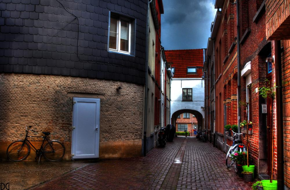 Photo in Cityscape #cityscape #street #alley #hdr #pentax #photomatix
