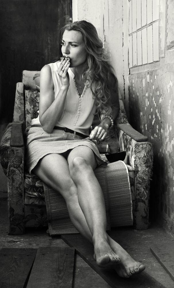 Photo in Portrait #zhenya #girl #legs #beauty #cigarette